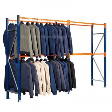 Rayonnage vetements penderie avec vêtements sur l'element de depart , l'element suivant est vide